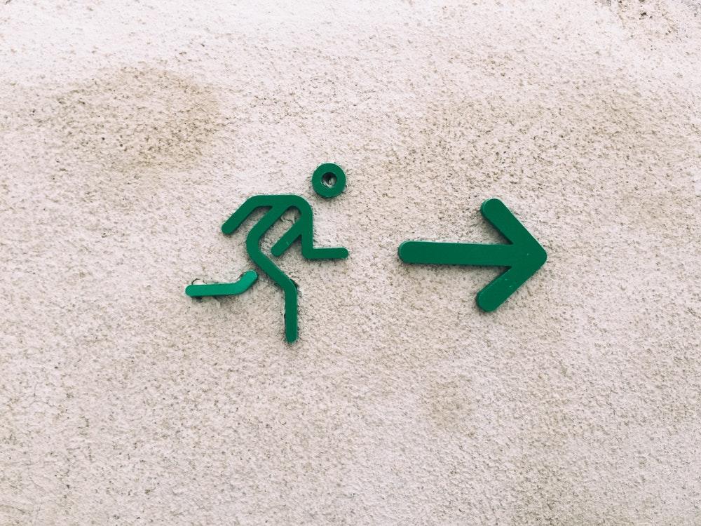 مسیر غلط برای هدف درست، از بین برنده هدف است.